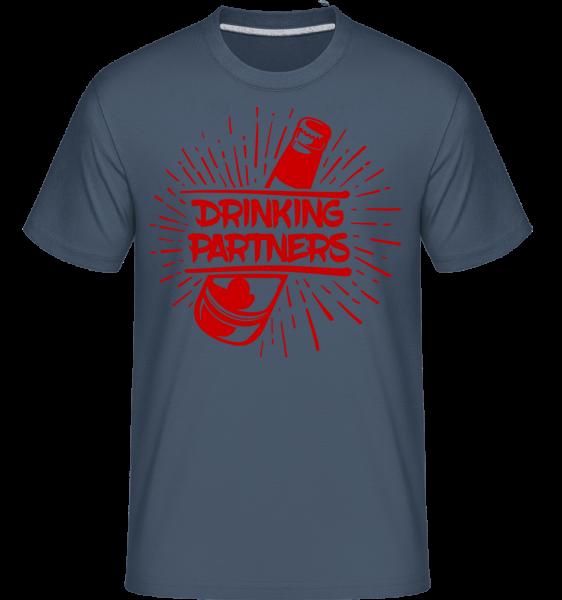 Drinking Partners - Shirtinator Männer T-Shirt - Denim - Vorn